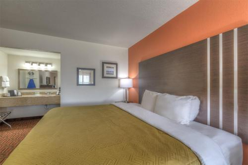 Quality Inn East Amarillo Photo