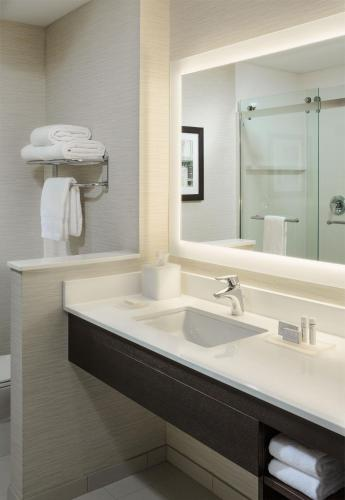 Fairfield Inn & Suites by Marriott Waterbury Stowe Photo