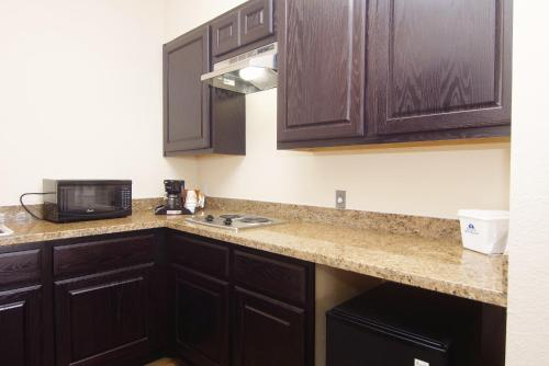 Americas Best Value Inn Cuero Photo