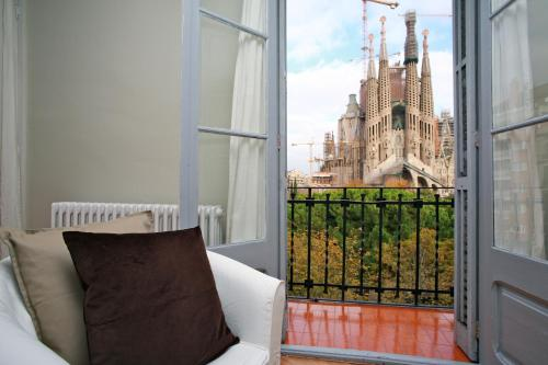 BarcelonaForRent Plaza Sagrada Familia Apartment impression