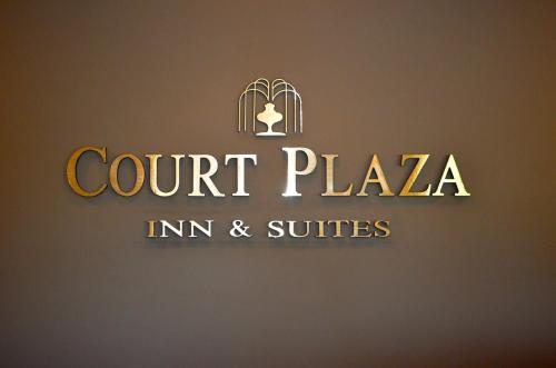 Court Plaza Inn & Suites of Mackinaw Photo