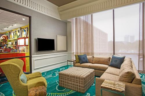 Wyndham Lake Buena Vista Resort Disney Springs® Resort Area Photo