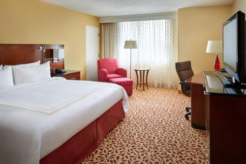 Cleveland Airport Marriott Photo