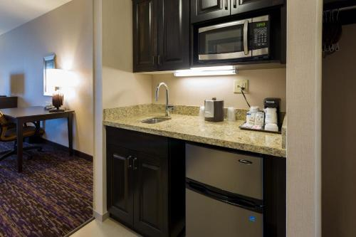 Holiday Inn Express Hotel & Suites Billings Photo