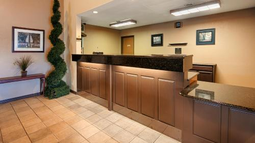 Best Western Monticello Gateway Inn - Monticello, IL 61856