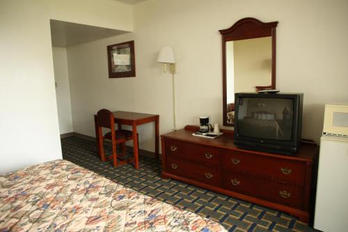 New Stanton Garden Inn Photo