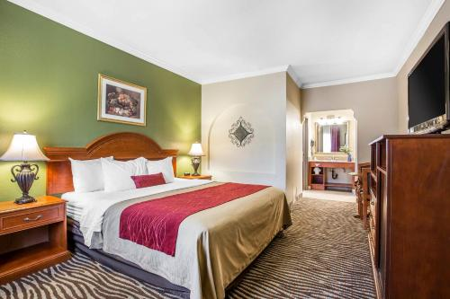 Comfort Inn Laguna Hills at Irvine Spectrum Photo