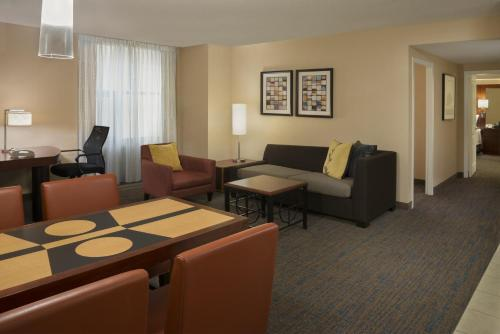 Residence Inn Toronto Downtown / Entertainment District photo 8