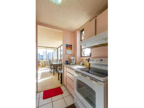 Apartment In The Heart Of Waikiki Photo