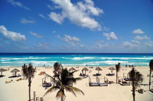The Pyramid Grand Oasis Cancun By Lifestyle - All Inclusive Photo