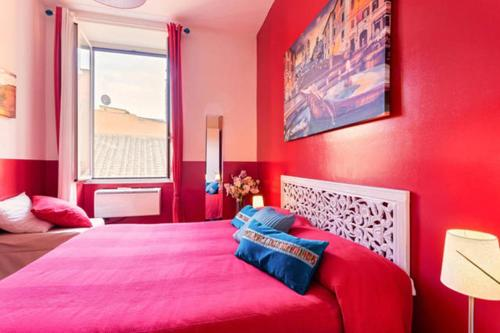 https://www.booking.com/hotel/it/colosseo-rome-apartments.en.html?aid=1728672