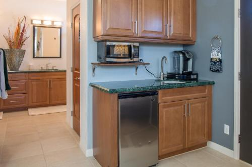 Studio with Kitchenette near Temecula Valley Wine Country Photo