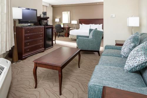 DoubleTree by Hilton Boston/Milford Photo
