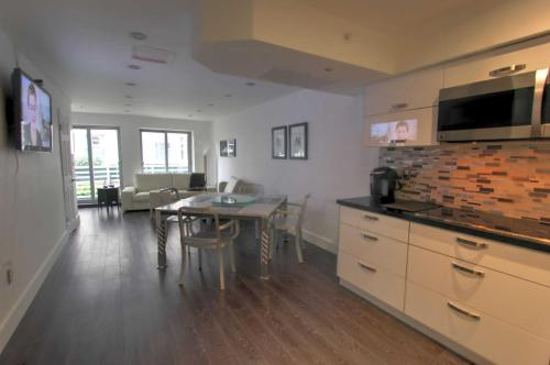 Deluxe Studios and Apartments at The Shelborne Photo