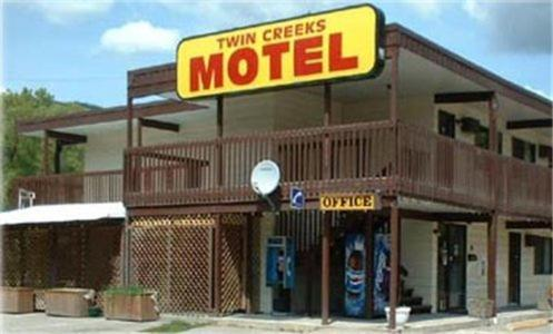 Twin Creeks Motel Photo