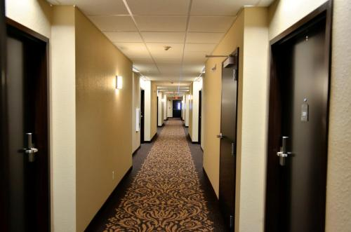 Boulders Inn & Suites Holstein Photo