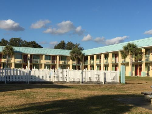 Garden Inn & Suites Photo