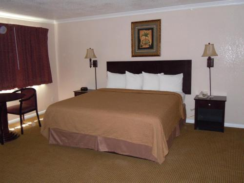 Quality Inn & Suites Thousand Oaks Photo
