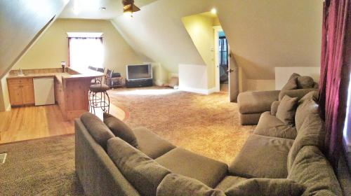 Huge Home with a Big Yard Just South of the City by Wasatch Vacation Homes Photo