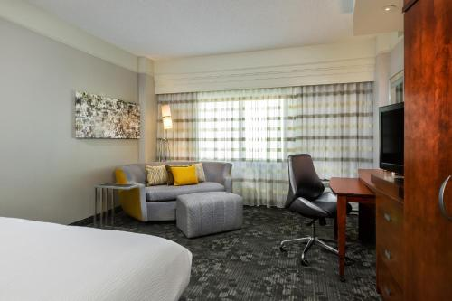 Courtyard by Marriott Houston Galleria Photo