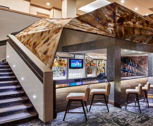 Renaissance Denver Stapleton Hotel, A Marriott Luxury & Lifestyle Hotel photo 3
