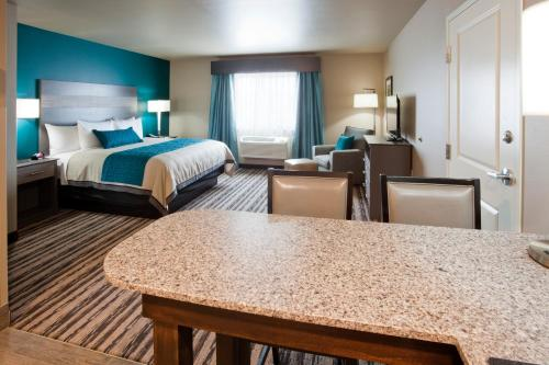 GrandStay Hotel & Suites Valley City Photo