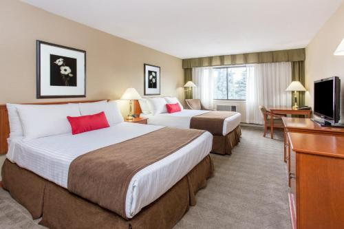 Ramada Hotel and Conference Centre Kelowna Photo