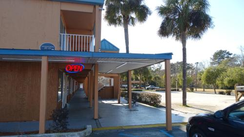 Stay Express Inn & Suites - Brunswick Photo