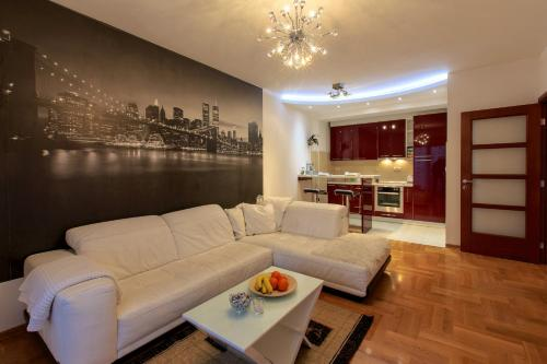 http://www.booking.com/hotel/me/apartment-style.html?aid=1728672