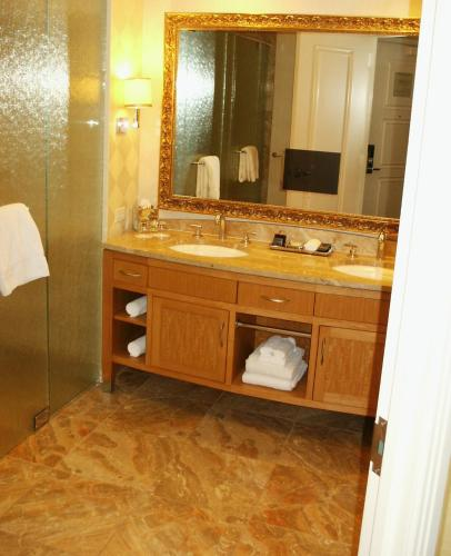 Suites at Trump International Hotel Las Vegas Photo