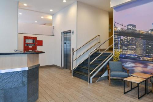Hotel Photo - Red Lion Inn & Suites Brooklyn