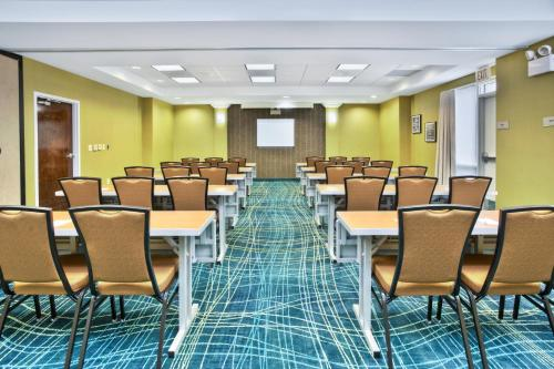 SpringHill Suites Chicago Elmhurst/Oakbrook Area Photo