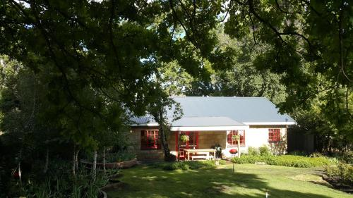 Periwinkle Grove Cottage Photo