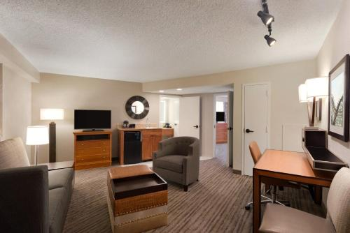 Embassy Suites Orlando - International Drive/Jamaican Court photo 26