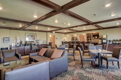 Cobblestone Inn & Suites - Altamont Photo