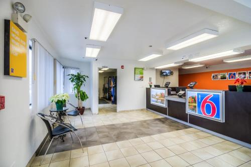 Motel 6 Chicago - Elk Grove Photo