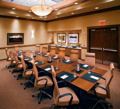 Embassy Suites Loveland Hotel, Spa & Conference Center Photo