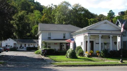 Photo of The Colonial Inn & Motel