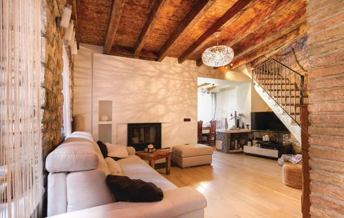 http://www.booking.com/hotel/hr/holiday-home-rovinj-13.html?aid=1728672