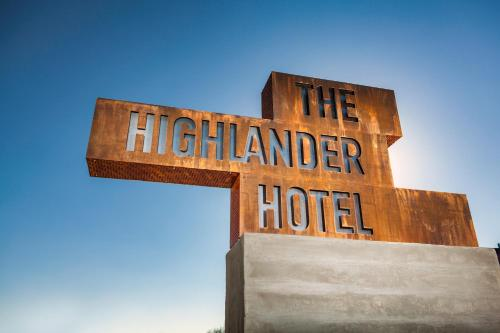 The Highlander Hotel Photo