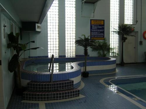 Tropical Inn Hotel & Conference Centre Photo