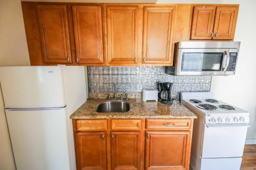 Iberville Apartments, Unit 304 Photo