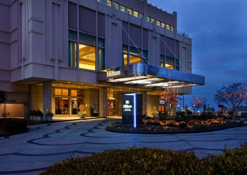 Hilton Philadelphia at Penn's Landing Photo