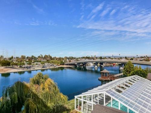 Foster City Waterfront Living 2/2 Photo