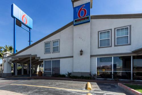 Motel 6 Fort Worth - Seminary Photo