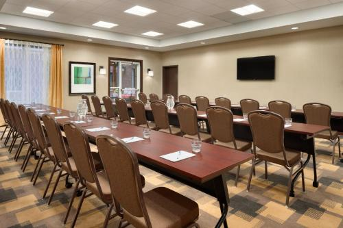 Homewood Suites by Hilton Kalamazoo-Portage Photo