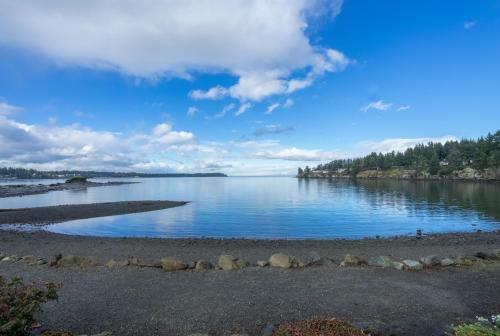 Creekside Suites at Pacific Shores Photo