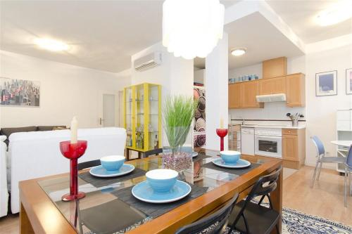 Friendly Rentals Libertad - Madrid - booking - hébergement