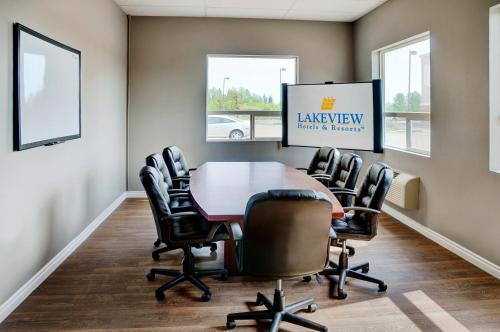 Lakeview Inn & Suites Fort Saskatchewan Photo