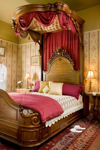 Garth Woodside Mansion Bed and Breakfast Photo